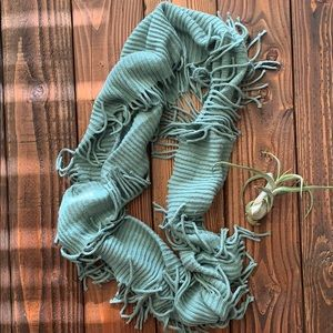 Accessories - Knit fringe scarf